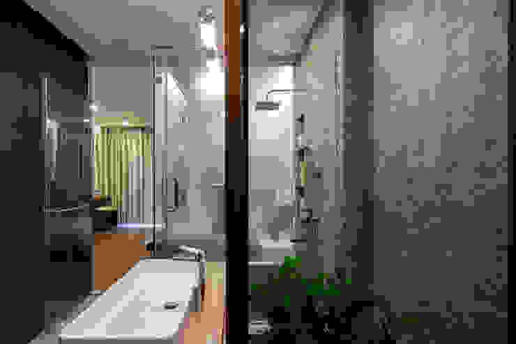 Baños de estilo moderno de VĂN PHÒNG KIẾN TRÚC PP Moderno