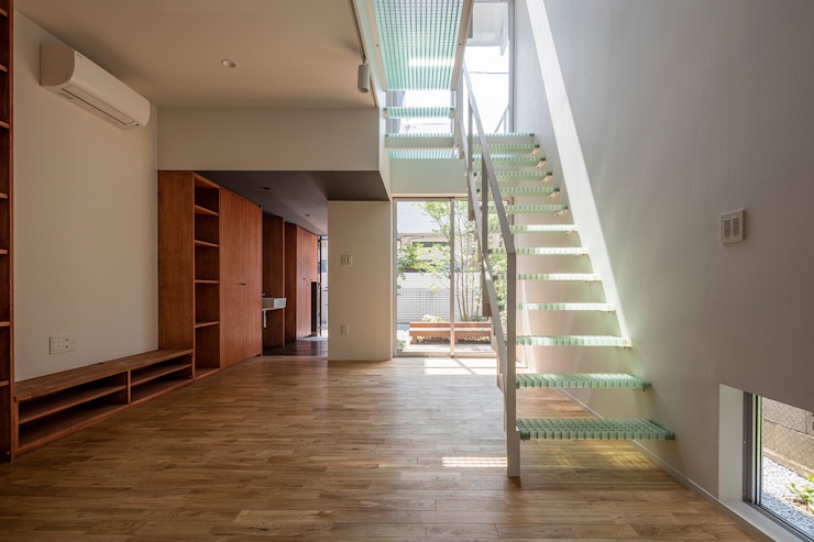 Ruang Keluarga Modern Oleh 前田篤伸建築都市設計事務所 Modern
