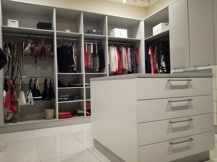 KITCHEN AND BEDROOM CUPBOARDS Modern dressing room by Première Interior Designs Modern