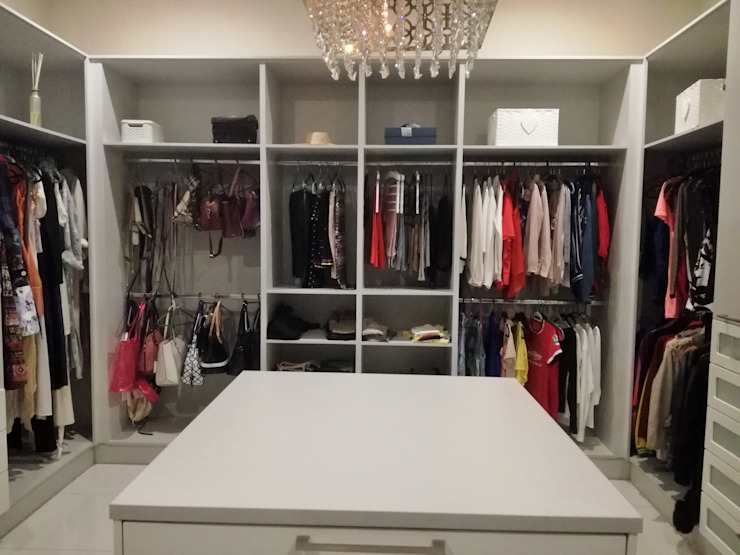 Dressing room by Première Interior Designs, Modern