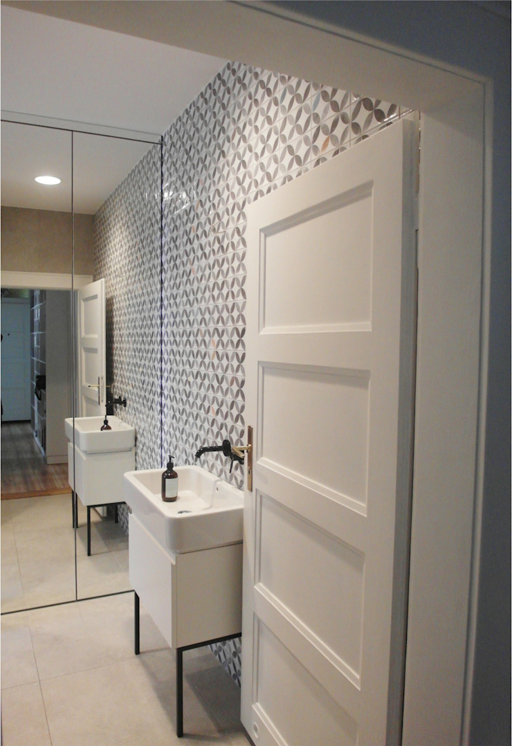 Eclectic style bathroom by NaNovo Eclectic