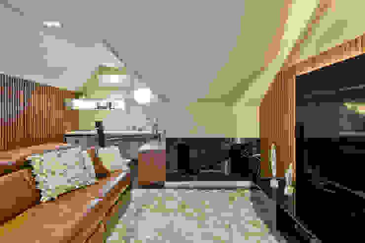 Moderne Wohnzimmer von Ana Crivellaro Modern Marmor