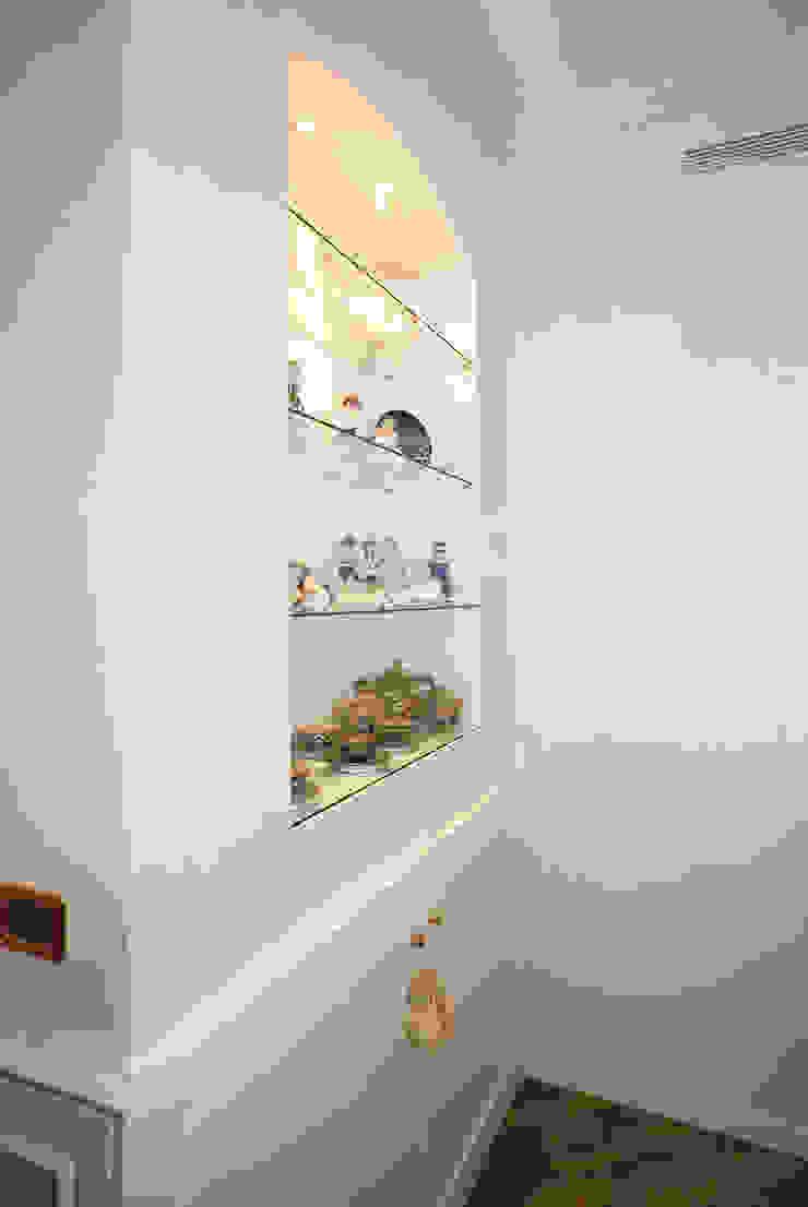 ADIdesign* studio Living roomShelves
