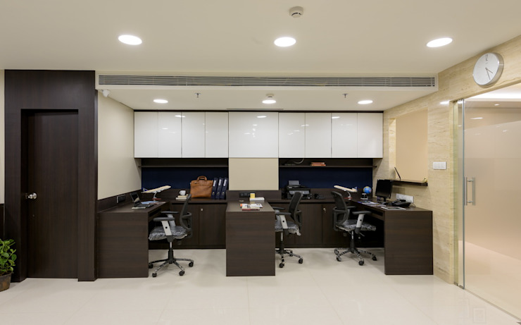 Airline Training Academy Modern offices & stores by Fourth Axis Designs Modern