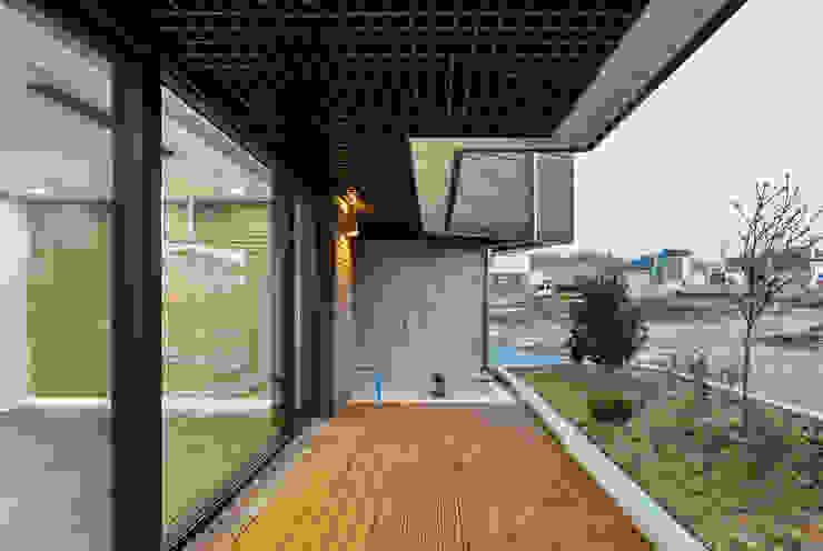 붐박스 하우스 (Boombox House) 모던스타일 복도, 현관 & 계단 by 투엠투건축사사무소 모던