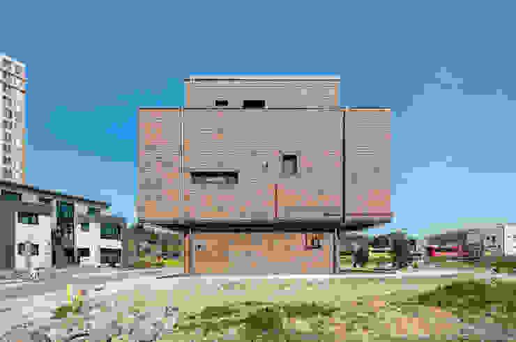 붐박스 하우스 (Boombox House) 모던스타일 주택 by 투엠투건축사사무소 모던