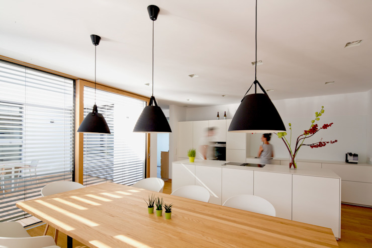 Modern dining room by PASCHINGER ARCHITEKTEN ZT KG Modern