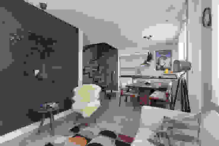 Espaços Integrados Rabisco Arquitetura Salas de estar modernas Roxo/violeta