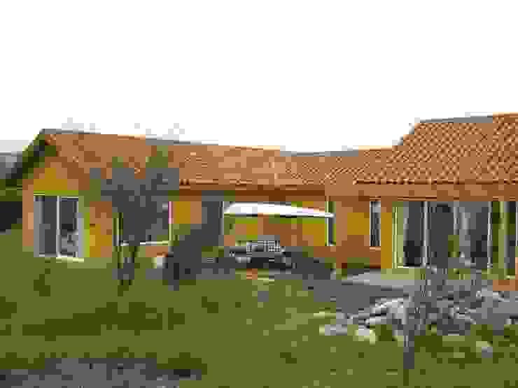 Casa Chicureo Casas de estilo colonial de Casas E-Haus Colonial