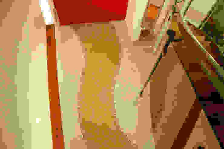 Estilo Homes Minimalist corridor, hallway & stairs