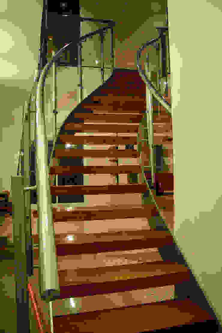 Estilo Homes Pasillos, vestíbulos y escaleras de estilo minimalista