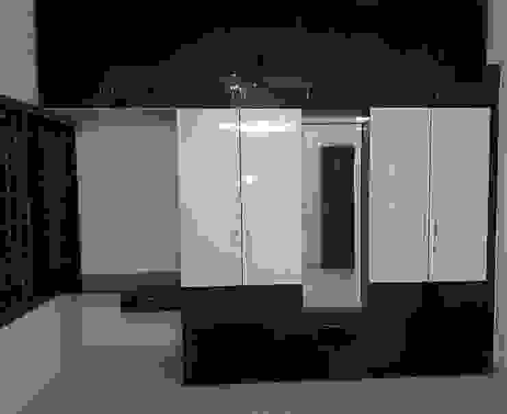 Wooden Cupboard Online Modern style bedroom by homify Modern