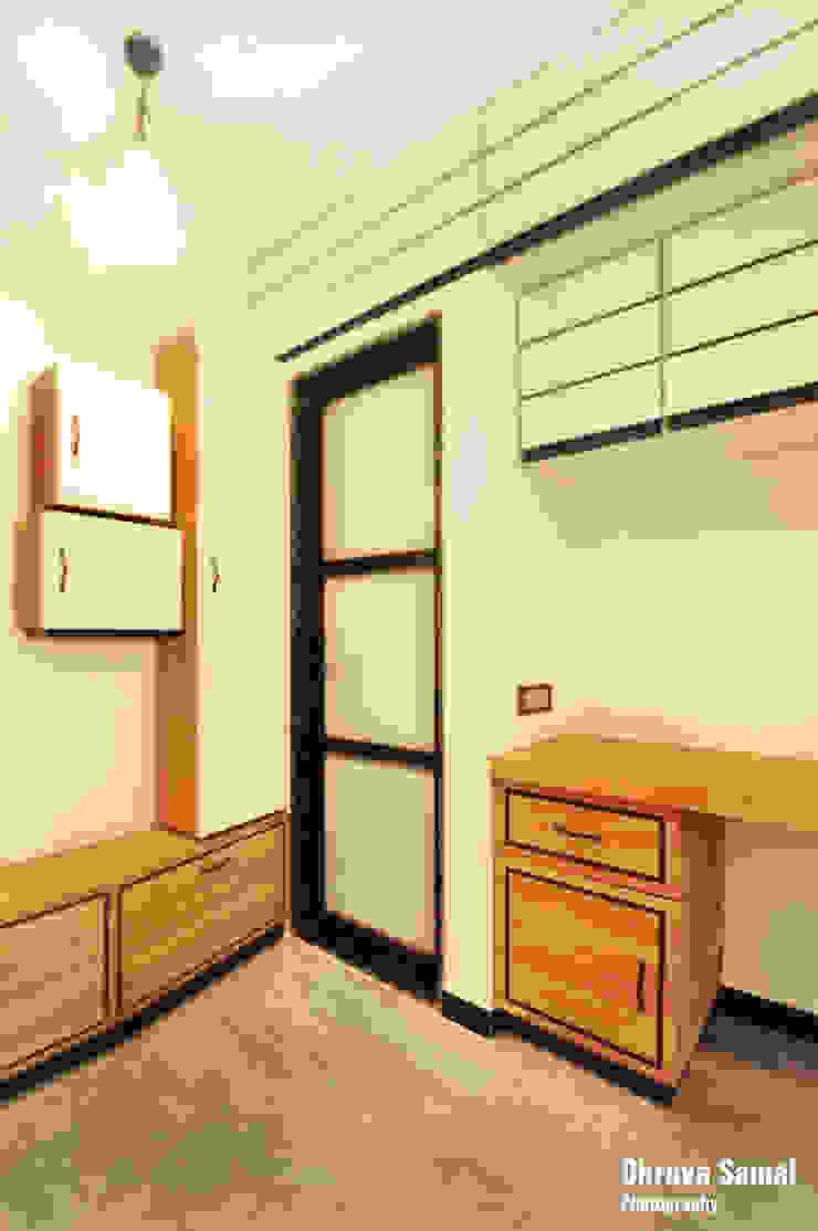 Salas modernas de Dhruva Samal & Associates Moderno