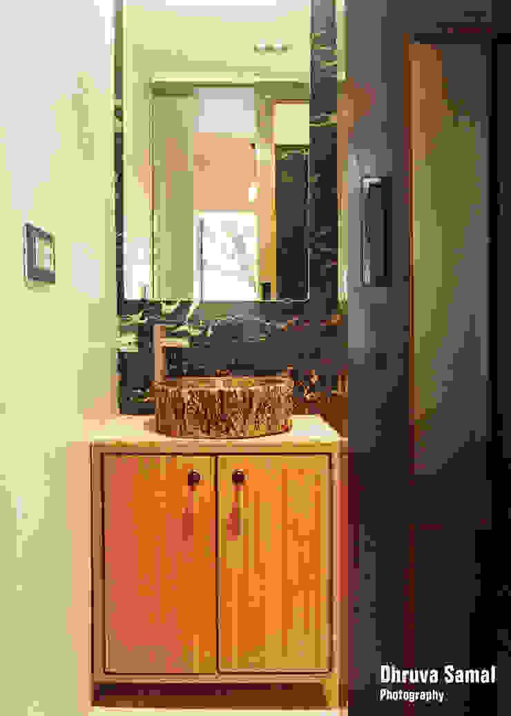 Baños de estilo moderno de Dhruva Samal & Associates Moderno