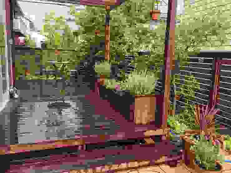 Jardines modernos de GAZON~ガゾン~ Moderno Madera Acabado en madera