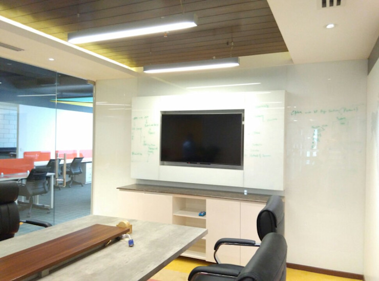 Conference Room Ravi Prakash Architect Study/office Engineered Wood Multicolored