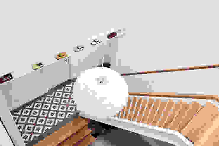 Woonboerderij Onnen - Doorkijk Trappenhuis Landelijke gangen, hallen & trappenhuizen van MINT Architecten Landelijk