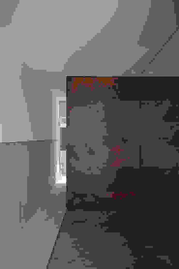 玄関 モダンスタイルの 玄関&廊下&階段 の 空間建築-傳 モダン