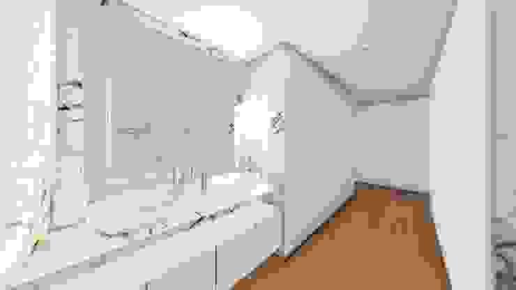 Modern Dressing Room by Helena Faria Arquitectura e Design Modern