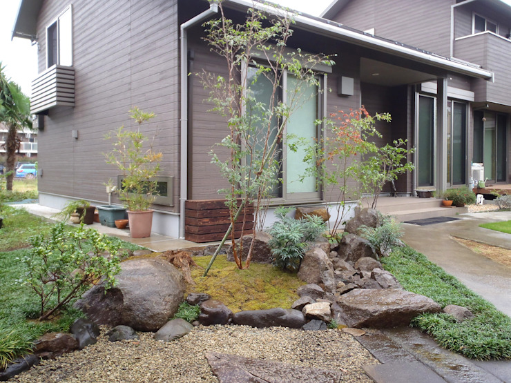 Eclectic style garden by 庭咲桜(にわざくら) Eclectic