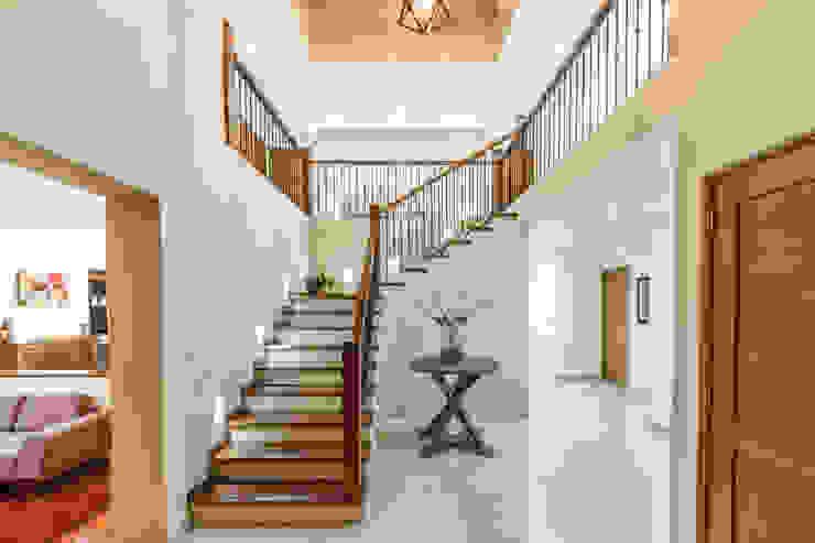 Escaleras: Pasillos y recibidores de estilo  por SANTIAGO PARDO ARQUITECTO,