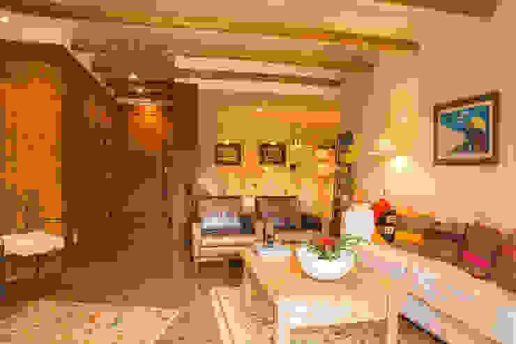 Apartamento em Itaipava: Salas de estar  por Giselle Wanderley arquitetura,Campestre