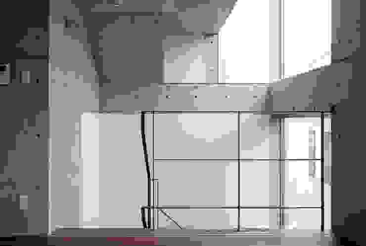 M+2 Architects & Associates Pasillos, vestíbulos y escaleras modernos