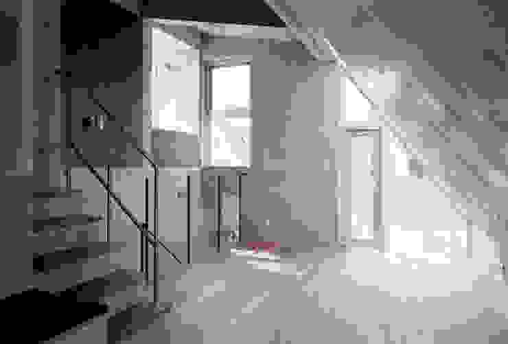 M+2 Architects & Associates Livings de estilo moderno