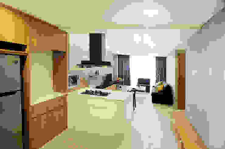 Pantry + Living Room Oleh TRE Studio