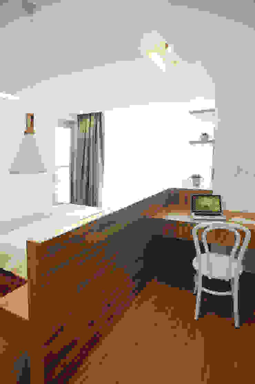 Masterbedroom - Study Area Oleh TRE Studio