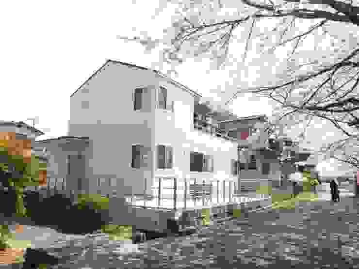 大津の住宅: 奥村幸司建築設計室が手掛けた家です。