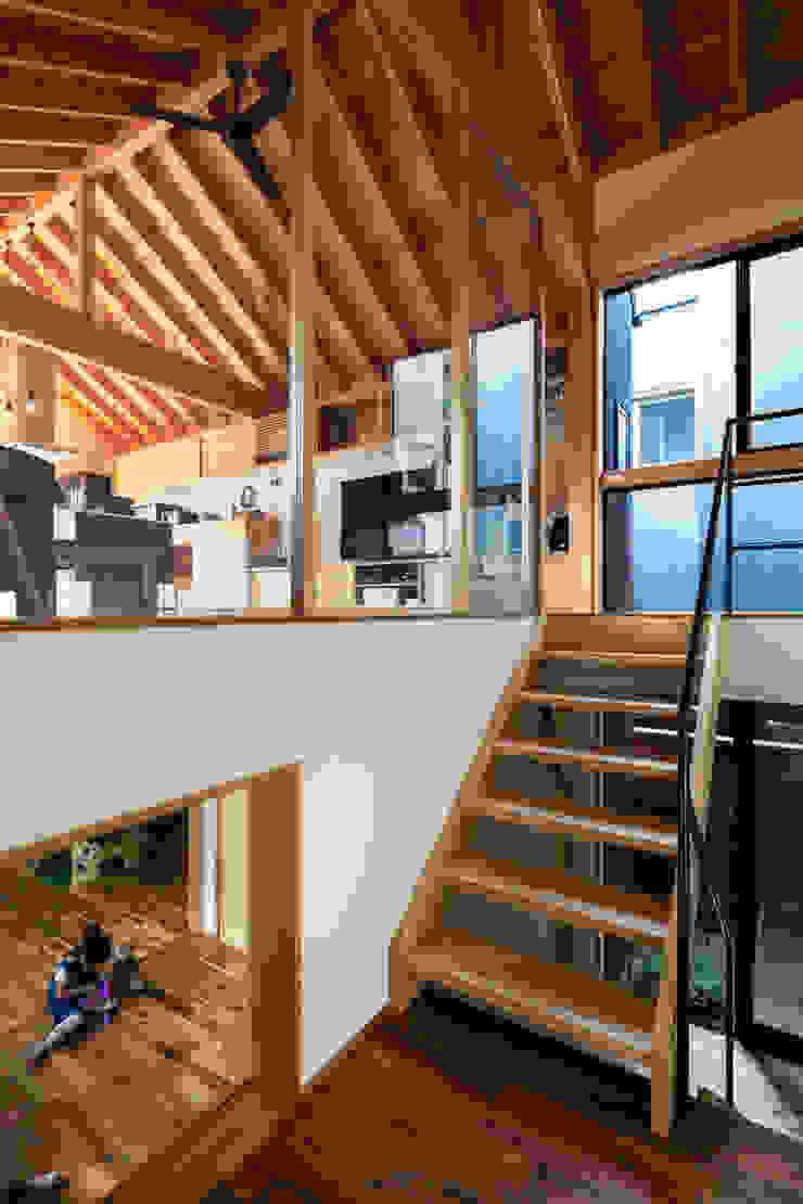 ห้องโถงทางเดินและบันไดสมัยใหม่ โดย 藤森大作建築設計事務所 โมเดิร์น