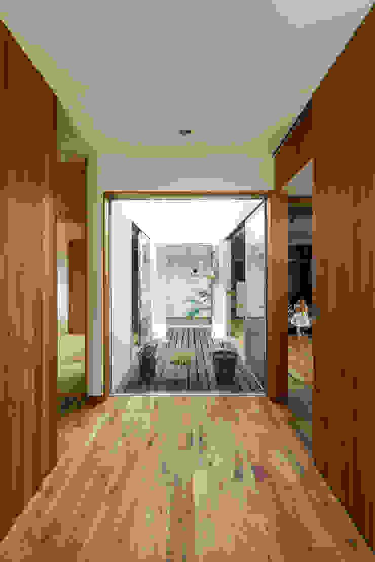 藤森大作建築設計事務所 Modern corridor, hallway & stairs Wood Wood effect