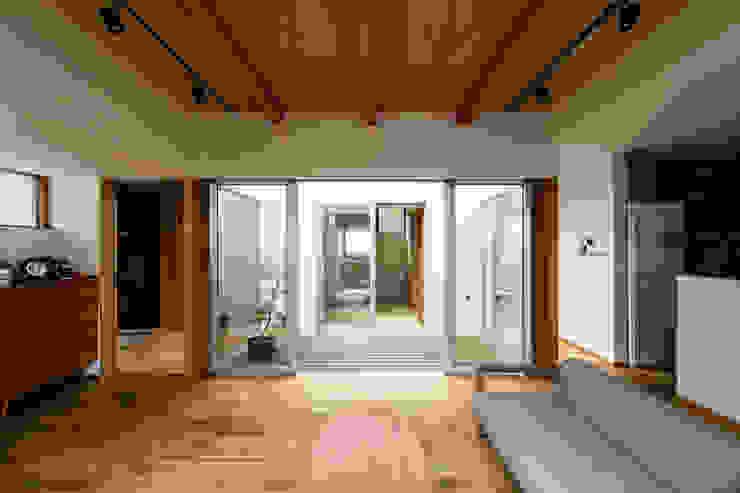 藤森大作建築設計事務所 Modern living room Wood Wood effect