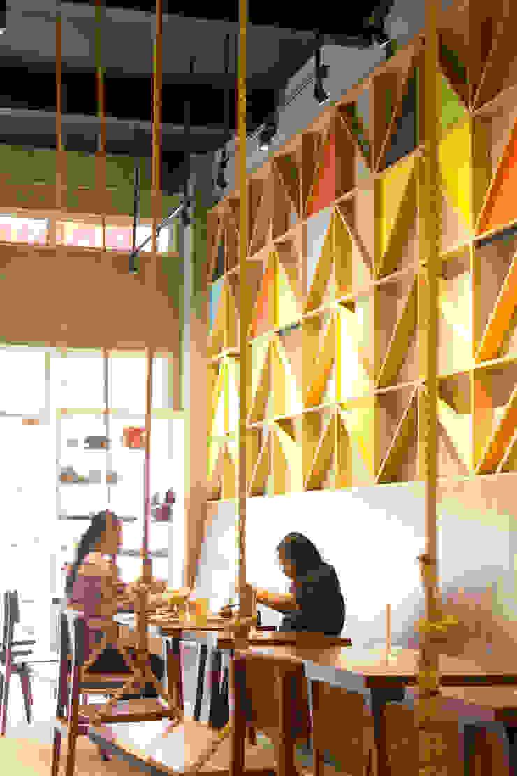 Eating Area- 1st Floor Gastronomi Gaya Industrial Oleh TIES Design & Build Industrial Kayu Wood effect
