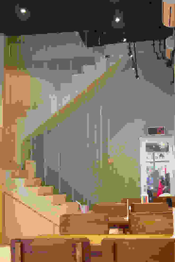 Stair- 1st Floor Gastronomi Gaya Industrial Oleh TIES Design & Build Industrial Beton