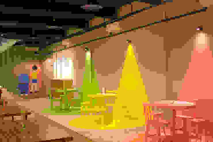 Eating Area- 2nd Floor Gastronomi Gaya Industrial Oleh TIES Design & Build Industrial Kayu Wood effect