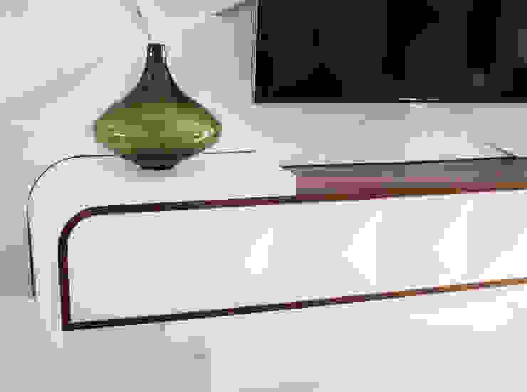 Minimalist living room by ORCHIDS LOFT Minimalist Wood Wood effect