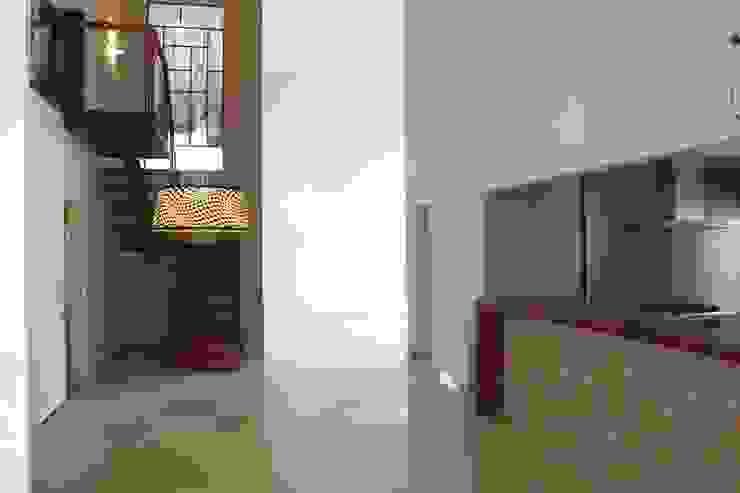 Hall da Escada Corredores, halls e escadas modernos por Fernanda Quelhas Arquitetura Moderno