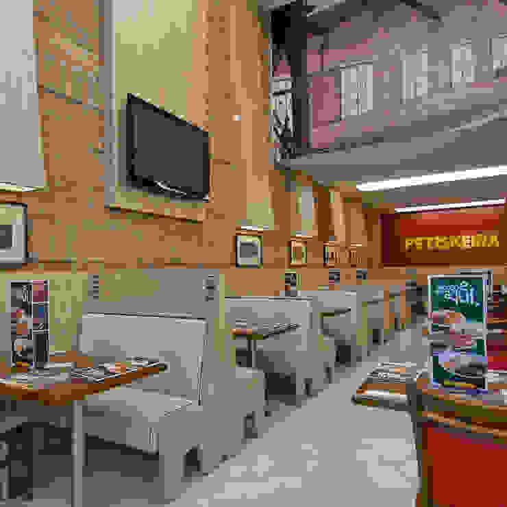 Restaurante no Centro Histórico Espaços gastronômicos clássicos por Cristina Langer Arquitetura Comercial & Interiores Clássico