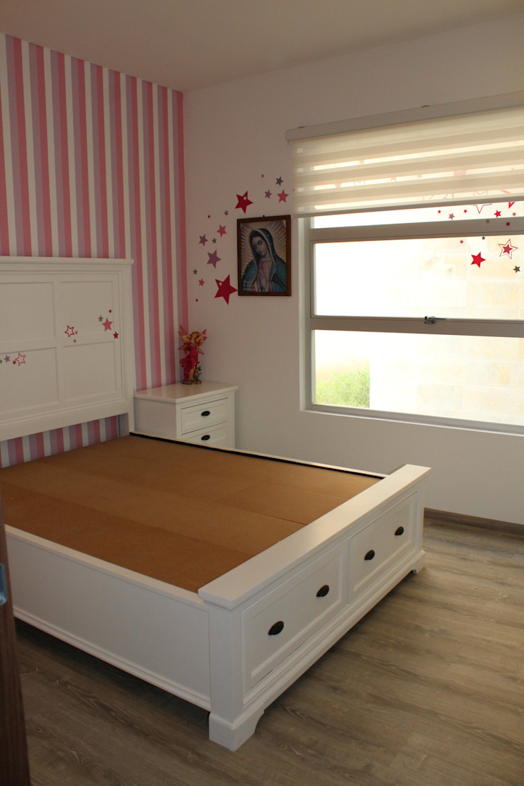 TP618 Eclectic style bedroom Wood Pink