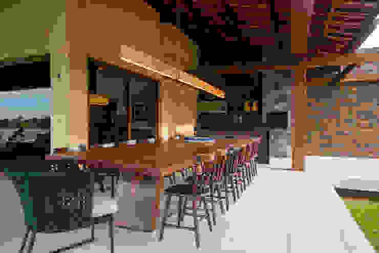 Terrace by Danielle Valente Arquitetura e Interiores, Modern