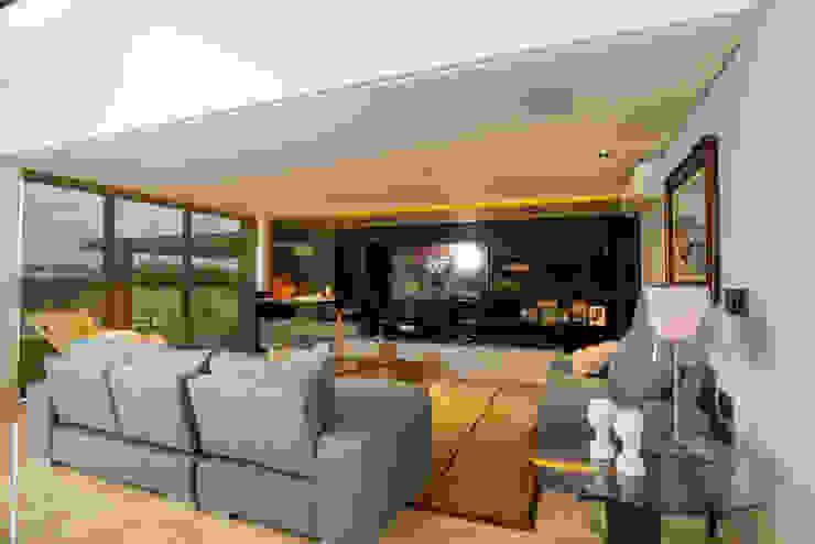 Residencia - 2017 Salas multimídia modernas por Danielle Valente Arquitetura e Interiores Moderno
