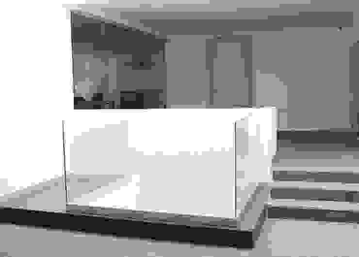 TP618 Modern Corridor, Hallway and Staircase Aluminium/Zinc White