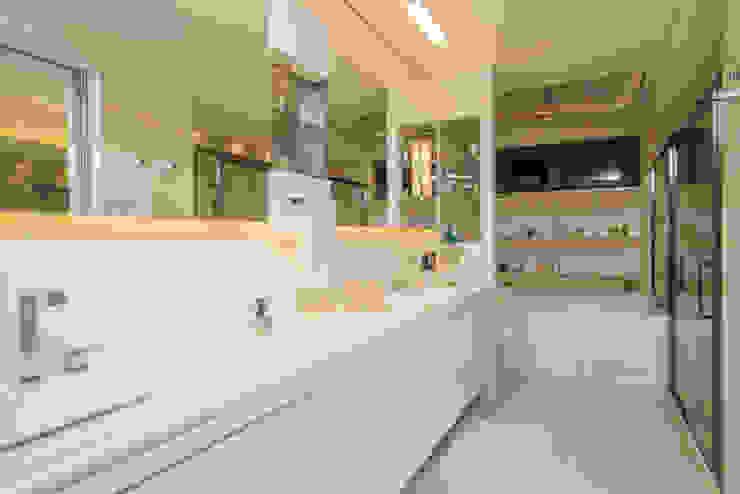 Bathroom by Danielle Valente Arquitetura e Interiores, Modern