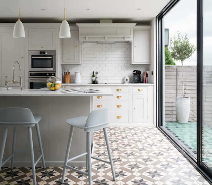 Swedish Elegance - Residential redecoration Modern Kitchen by SWM Interiors & Sourcing Ltd Modern Tiles