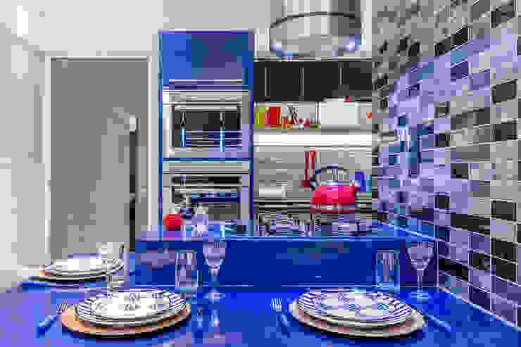 Arquitetura Sônia Beltrão & associados Modern Dining Room Stone Blue