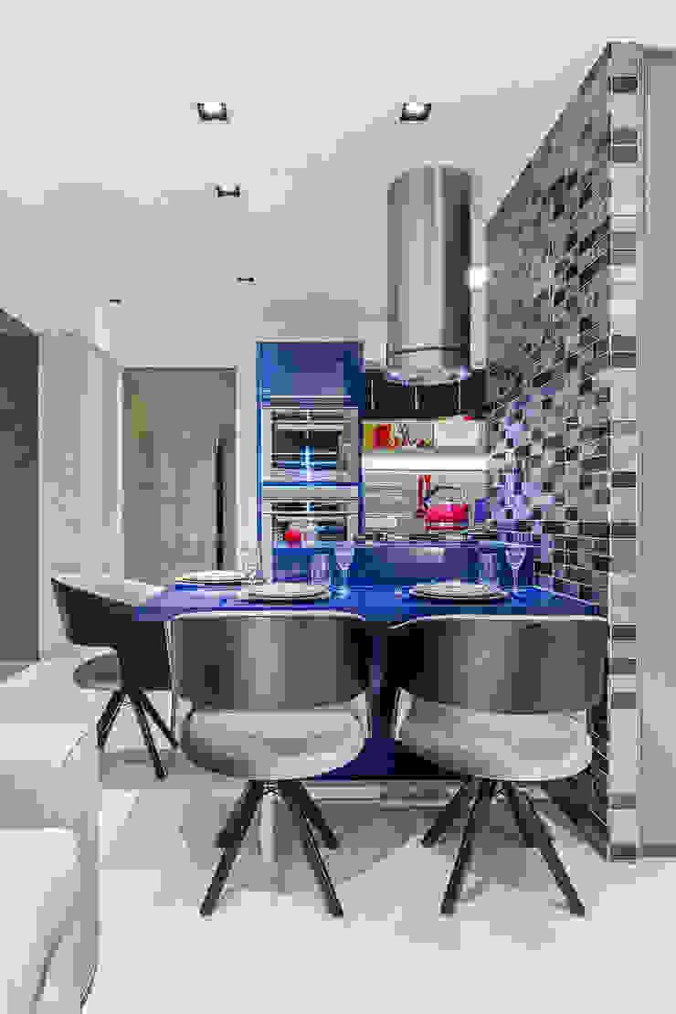 Arquitetura Sônia Beltrão & associados Modern Dining Room Wood Black