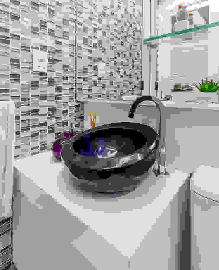 Arquitetura Sônia Beltrão & associados Modern Bathroom Stone White