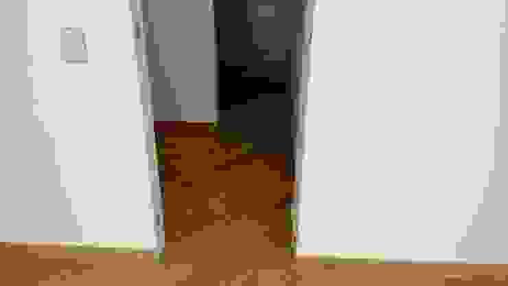 CASAS MODELIA. Paredes y pisos de estilo moderno de CELIS & CELIS INGENIEROS CONSTRUCTORES S.A.S Moderno